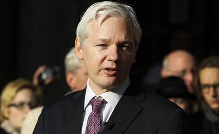 Assange sobre Chávez: no estaba libre de pecado, pero sus virtudes sacudieron la tierra