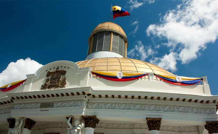 La Asamblea Nacional y la Constitución de empresas mixtas petroleras por Luis Herrera Orellana