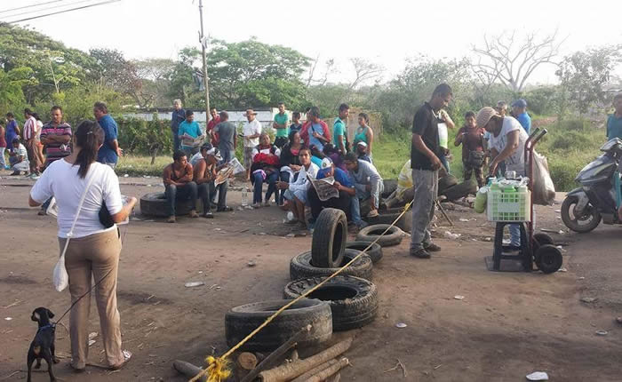 Los manifestantes defienden su derecho a conocer el paradero de los mineros desaparecidos