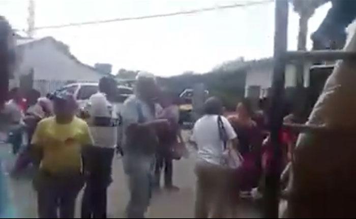 VIDEO Vecinos de Achaguas rechazaron tener que firmar contra la ley de amnistía para comprar alimentos