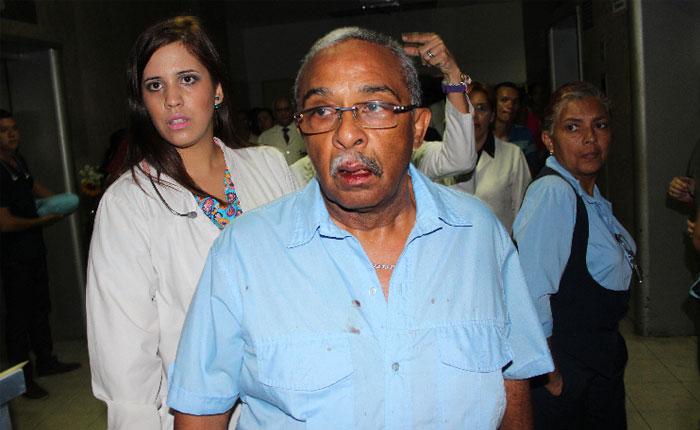 Agredieron al diputado José Trujillo durante protesta en el Hospital Central de Maracay