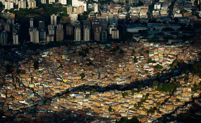 Crítica de la desigualdad social y quienes se aprovechan de ella por Alejandro Armas