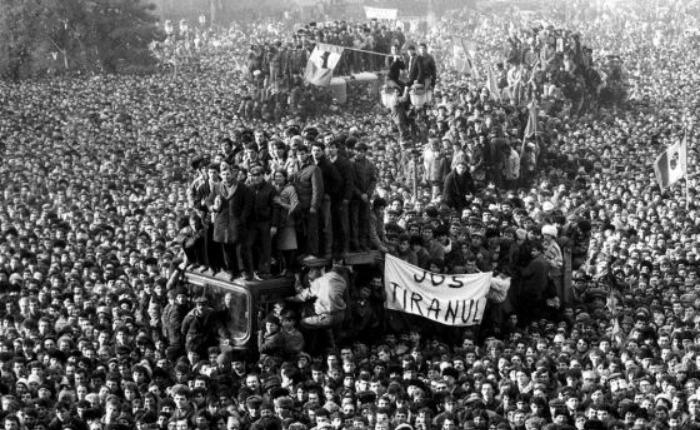 Cuando la televisión derrumbó al comunismo, por Milos Alcalay