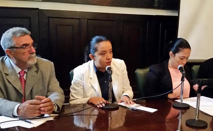 Gaby Arellano a Padrino López: Usted no puede ser ministro para la Defensa y actor político del PSUV