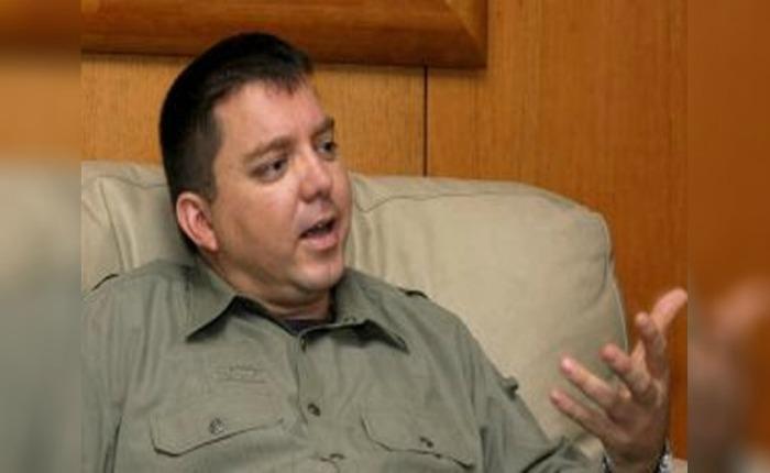 Ex ministro de Chávez paga en verdes presentación del cantante Víctor Manuelle en Venezuela