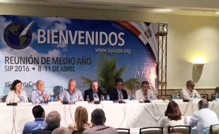 """SIP pide a Venezuela detener """"cierre de medios"""" por falta de papel"""