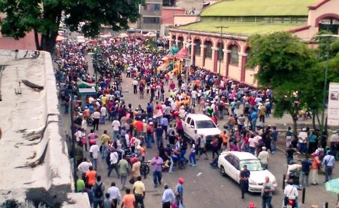 Reportan intento de saqueo en el Mercado Municipal de Catia