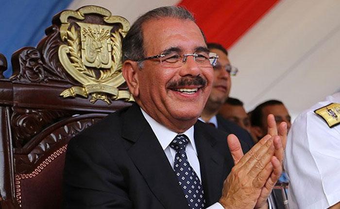 Danilo Medina se proclama ganador de las elecciones en República Dominicana, aunque el conteo de votos continúa