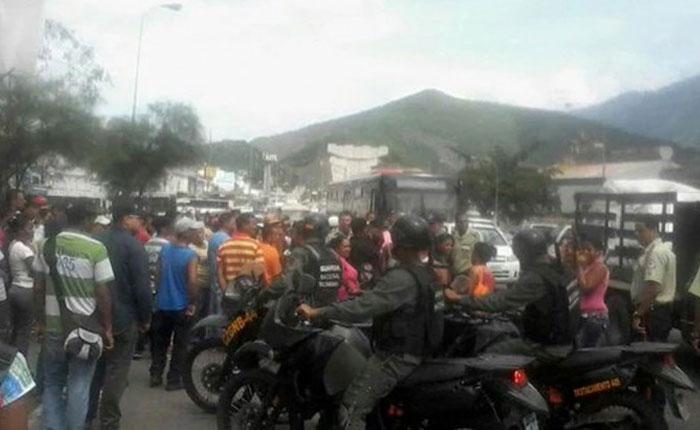 #18M Protestaron en Guarenas e intentaron saquear camión de alimentos