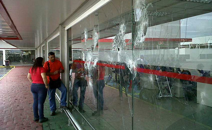 Saqueo de electrodomésticos en Hyperlíder de Flor Amarillo deja cuatro detenidos
