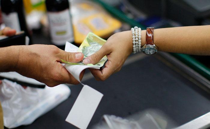 FMI prevé una inflación de 13000% y una caída del PIB de 15% este año en Venezuela