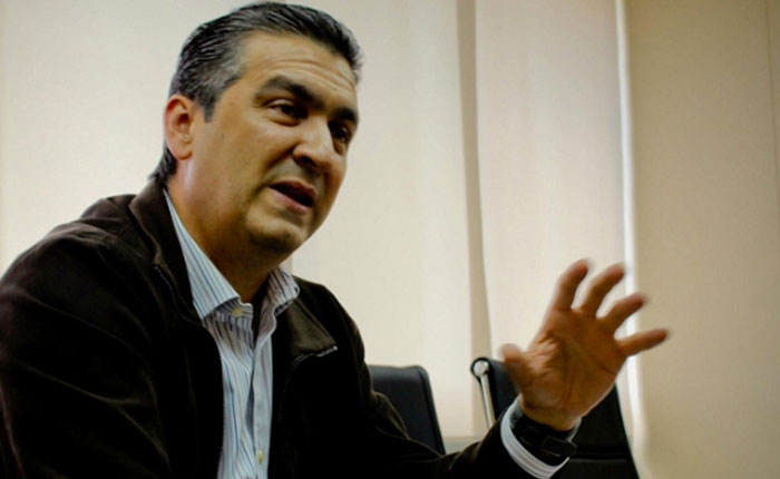 Pérez Abad, ingenuo o cínico, listo para la guerra por César Miguel Rondón