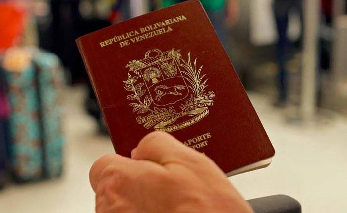 CNN pasaportes y carnet de la patria, por Oscar Arnal