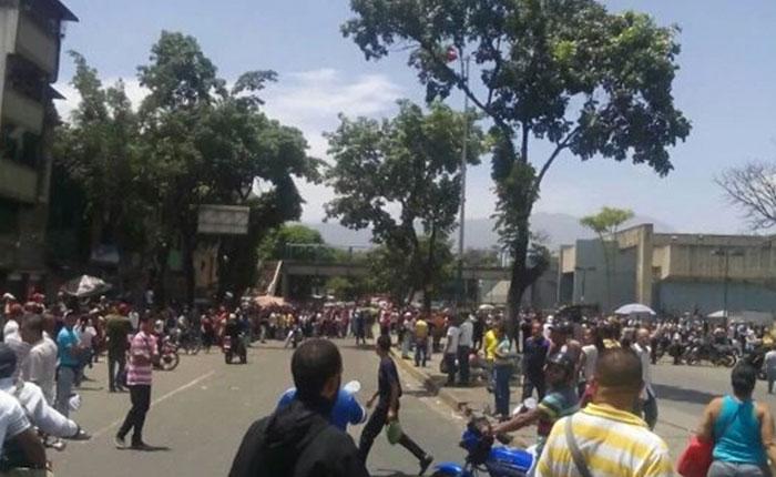 Reportan protesta e intento de saqueo en Carapita por falta de comida