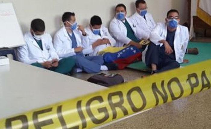 Médicos en Mérida iniciaron huelga de hambre en protesta a la crisis sanitaria