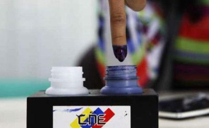 El estorbo del voto por Elías Pino Iturrieta