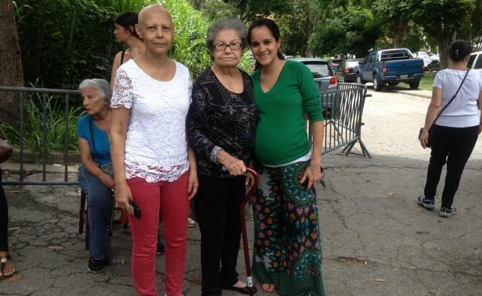 CRÓNICA Ni el cáncer, ni el embarazo, ni la tercera edad detuvieron a la familia Jiménez para validar sus firmas