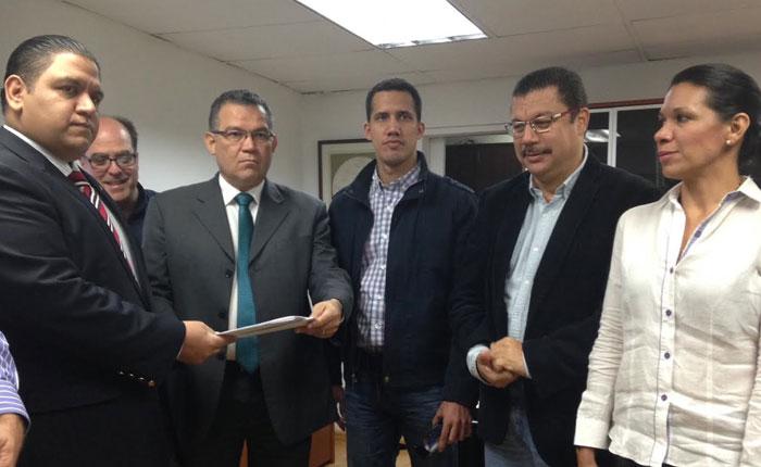 Asamblea Nacional entregó al CNE acuerdo que exige  presentar  al país el cronograma del Revocatorio