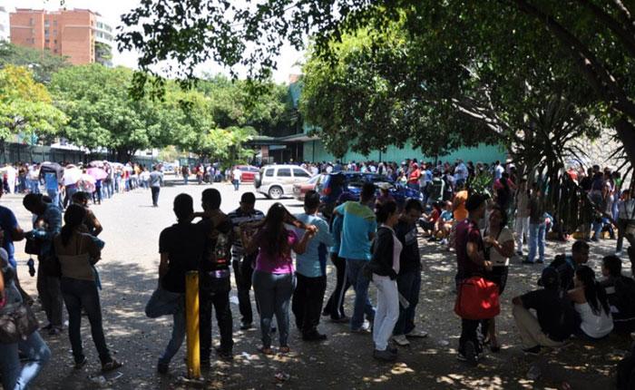 EFE: Comprar alimentos en Venezuela, un calvario de horas