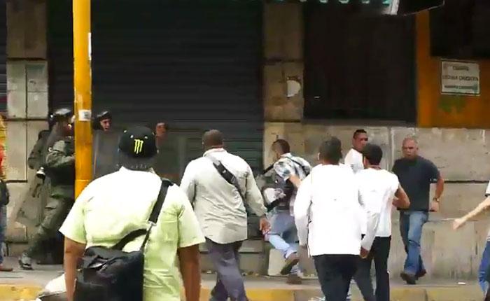 Espacio Público, Expresión Libre y VivoPlay rechazan agresiones a periodistas que cubrían protesta en la Av Fuerzas Armadas