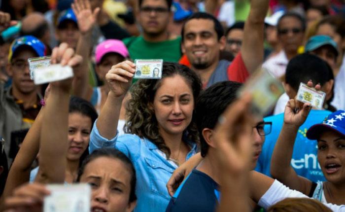 Votantes madrugaron en Chacao, Baruta, Sucre y El Hatillo