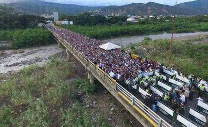 FOTOS 100.000 venezolanos cruzaron a Colombia para comprar comida y medicina