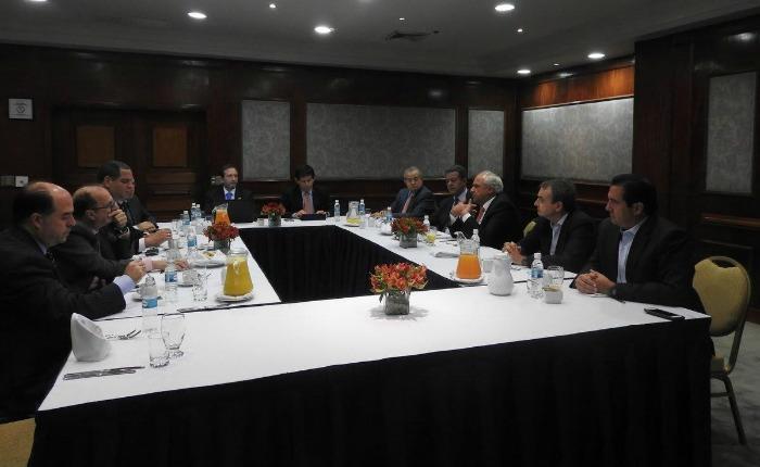 Informe Otálvora: Oposición evalúa sentarse a dialogar con Maduro