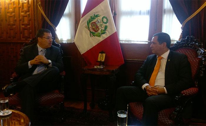 Simón Calzadilla se reunió con el presidente del Congreso de Perú