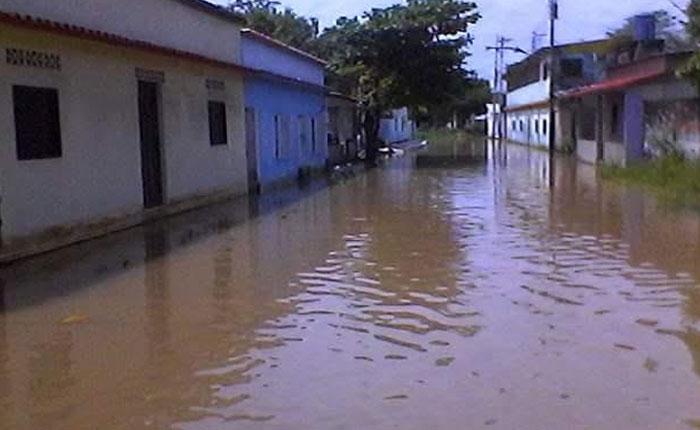 Desborde de ríos generan fuertes inundaciones en Guasdualito