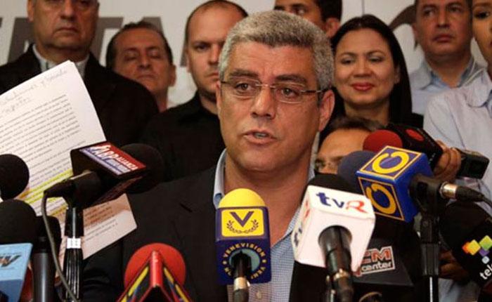 Diputado Marquina: Retiro del billete de Bs. 100 es inconveniente y colapsa el sistema financiero