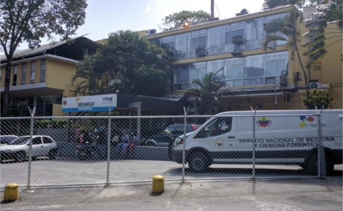 """Cadáveres en """"Envoplast"""" y cremaciones no autorizadas: las denuncias sobre los cuerpos de las víctimas de la masacre de El Junquito"""