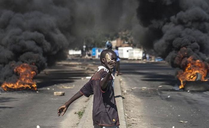 Zimbabwe vive una huelga general, en medio de un colapso económico por J.V Los Arcos Ayape
