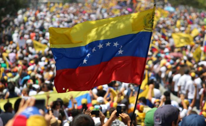 Bienvenido 2017, que sea año de cambio, amada Venezuela, por Henrique Capriles Radonski