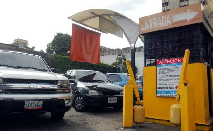 Piden aumento de las tarifas en los estacionamientos