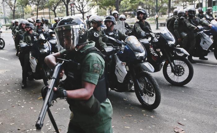 Gobierno acumula fuerzas policiales y militares para tomar Caracas y otras ciudades