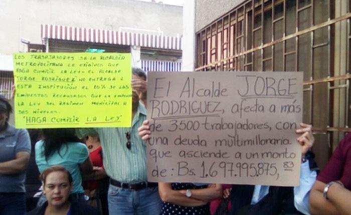 Trabajadores de la Alcaldía Metropolitana exigen a jorge Rodríguez pago de deudas