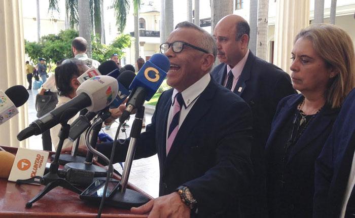 Exigen investigar decreto de Arias Cárdenas que permite el contrabando de medicinas