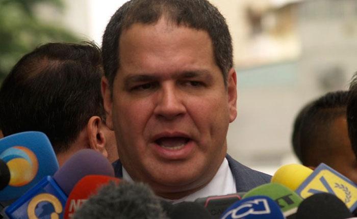 Luis Florido denuncia que le impiden solicitar nuevo pasaporte