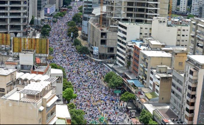Se necesitan más que protestas masivas para salir de un régimen autoritario