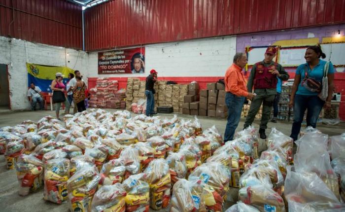 Chavistas controlan venta de alimentos regulados en tiempos de escasez