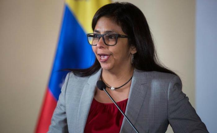 """Delcy Rodríguez tilda de """"injerencista"""" y """"apoyo grosero"""" el comunicado de Perú sobre golpe de Estado"""