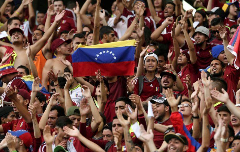 """[VIDEO] """"Y va a caer, y va a caer"""", coreaban en Mérida durante el partido Venezuela-Argentina"""
