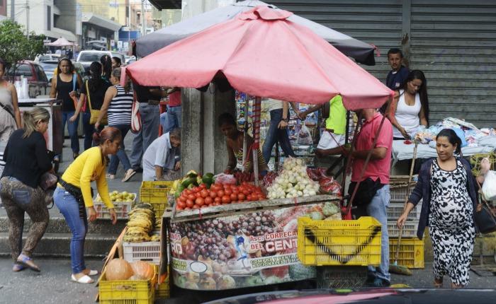 La mitad de la población se dedica al comercio informal