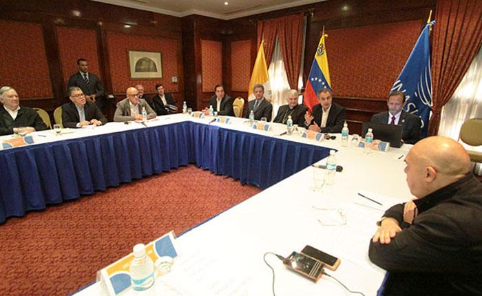 """MUD confirma que representantes de partidos acudirán a """"diálogo"""" previsto para este domingo"""
