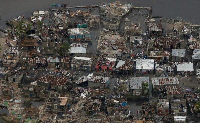 El huracán Matthew golpea Florida tras dejar más de 800 muertos en Haití