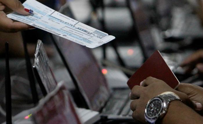 Venta de boletos aéreos en dólares cayó 98% en agosto