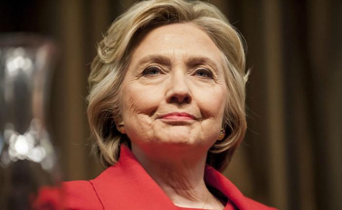 Clinton confía en que nueva pesquisa del FBI no conllevará a ninguna imputación