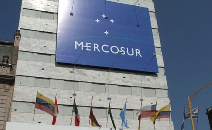 Liberar a presos políticos y respetar derechos humanos exige Mercosur a Maduro