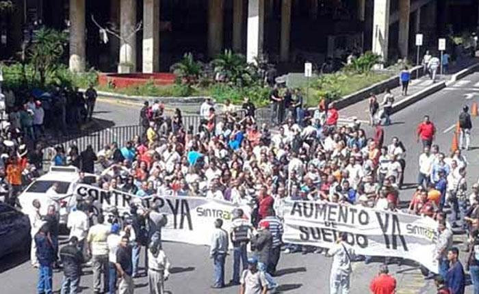 Trabajadores del CNE protestan para exigir aumento de sueldo y contrato colectivo