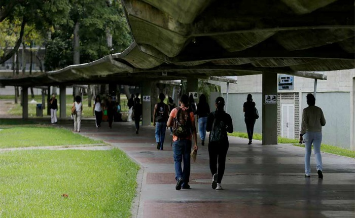 De un golpe en la cabeza asesinan a profesora dentro de la UCV